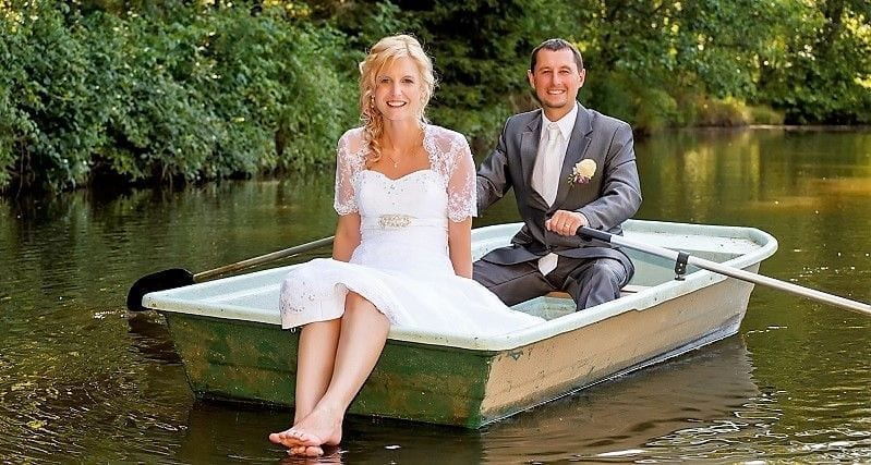 Find Your Dream Kentucky Lake Outdoor Wedding Venue